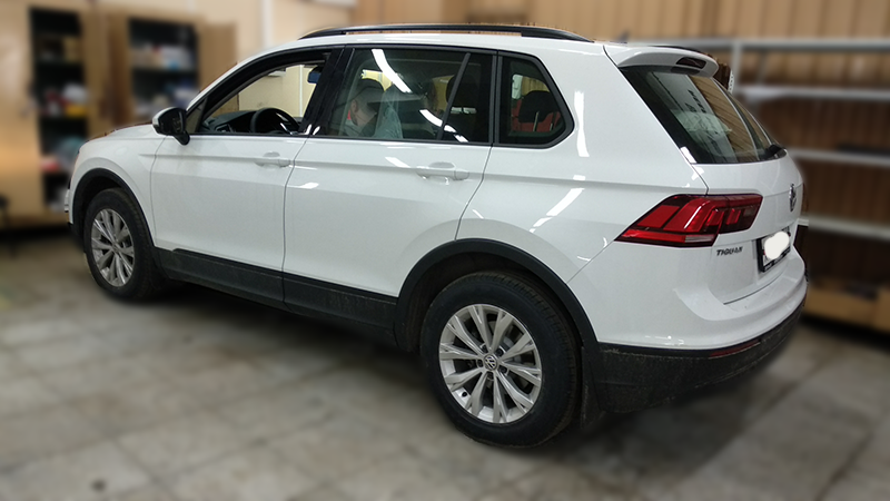 Установка головного устройства + камера з.в. VW Tiguan